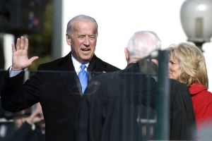 1024px-Joe_Biden_sworn_in_1-20-09_hires_090120-N-0696M-204a